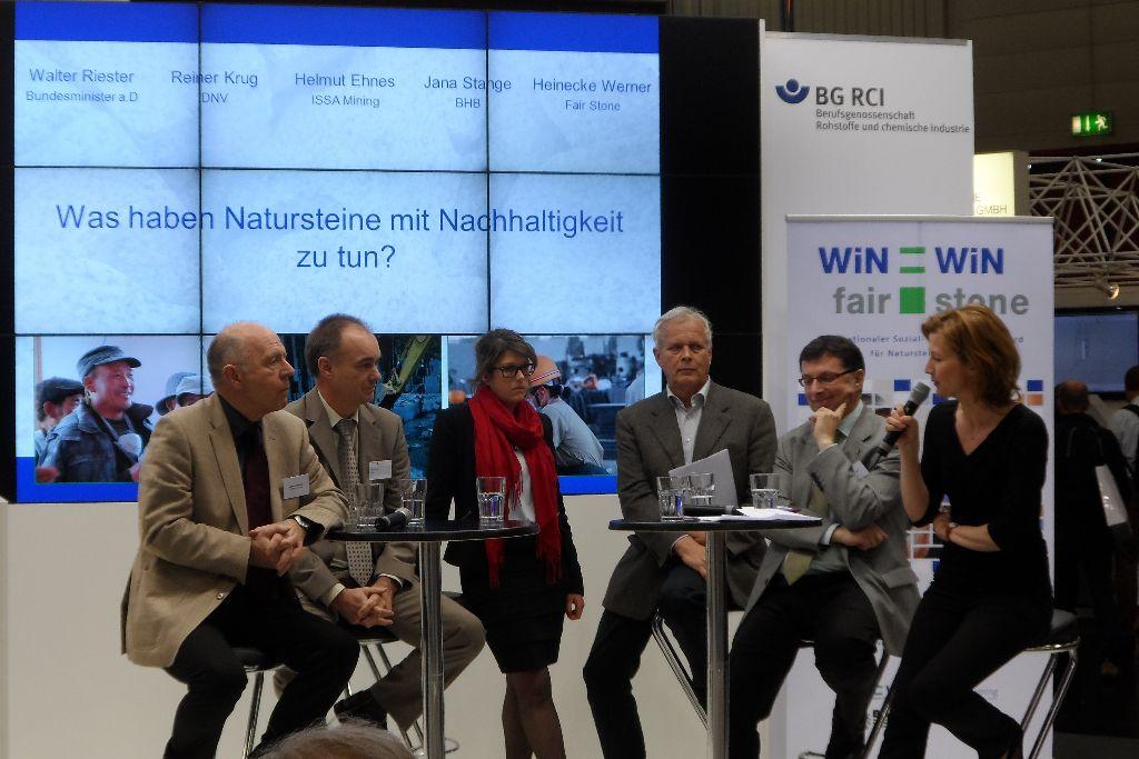 All panel participants and presenter Gudrun Loeb
